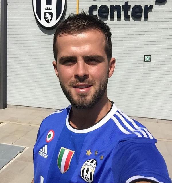 Instagram, Pjanic con la nuova maglia della Juve: