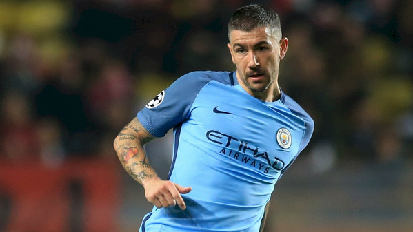 kolarov-man-city-2017
