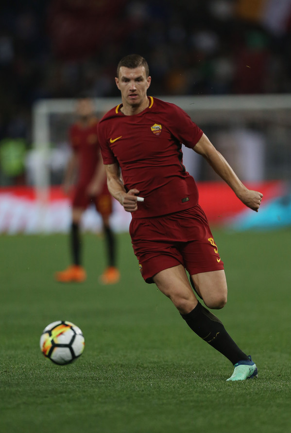 as-roma-v-genoa-cfc-serie-a-33