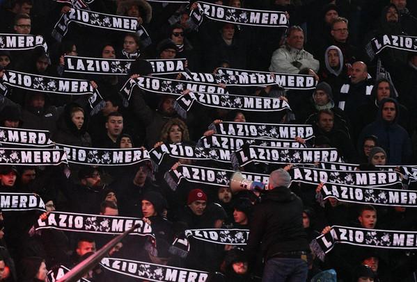 orologio trova fattura acquista per il più recente Eintracht: in Sud migliaia di sciarpe dei tifosi tedeschi ...