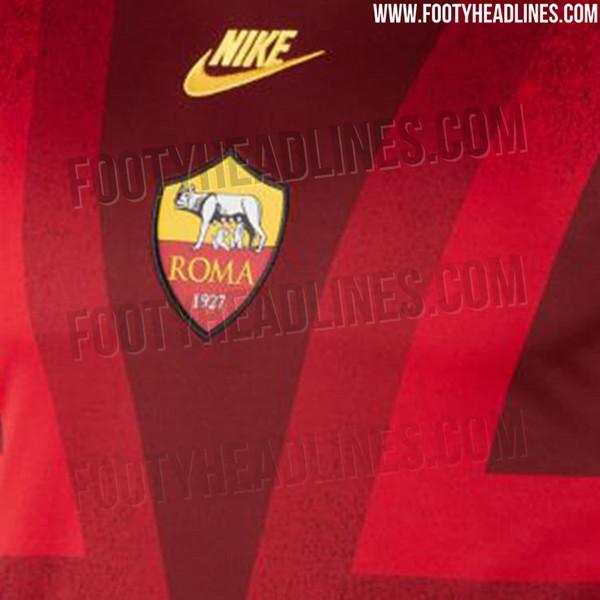 FOTO Roma, svelata la maglia prematch per le gare europee