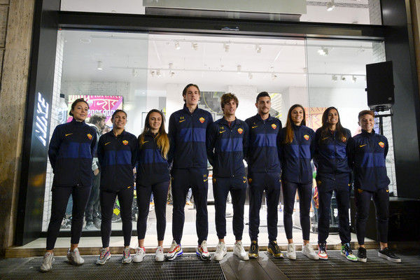 segunda mano Tregua voltereta  Nike Store, la Roma celebra le sue maglie: presenti Zaniolo, Pellegrini e  Antonucci. Il classe '99: